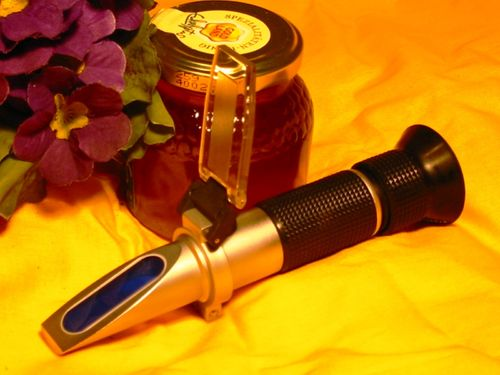 Hand-held refractometer, 12-30% Honey moisture